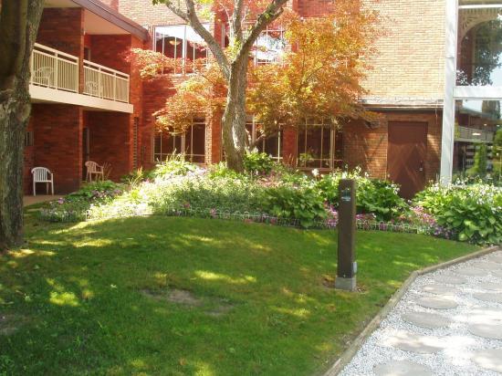 BEST WESTERN Valley Plaza Inn: Exterior Courtyard