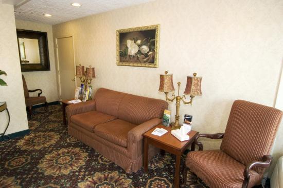 Oak Tree Inn: Lobby
