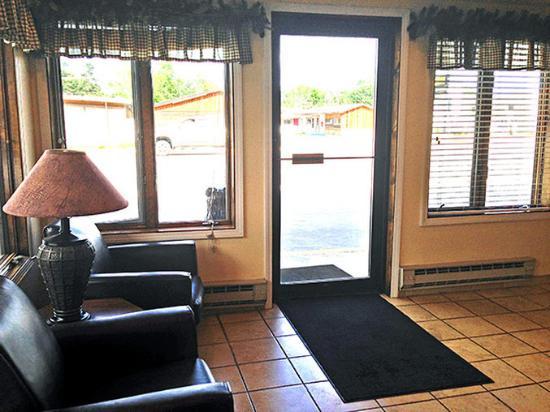 Motel 6: MLobby