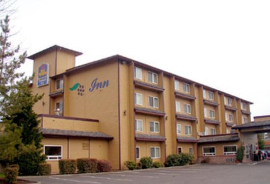 GuestHouse Vineyard Inn McMinnville: Exterior