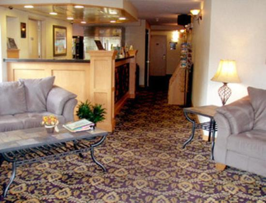 GuestHouse Vineyard Inn McMinnville: Lobby