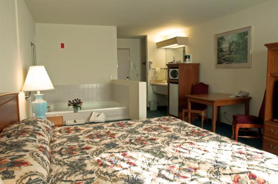 GuestHouse Vineyard Inn McMinnville: Whirlpool Suite