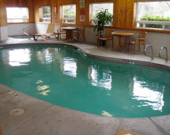 GuestHouse Vineyard Inn McMinnville: Pool