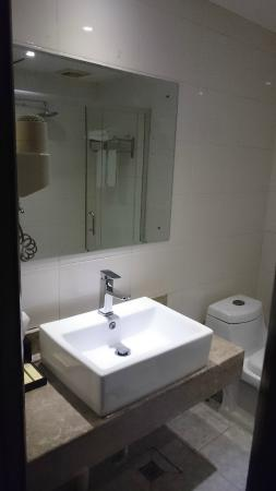 Jinyi Hotel(Dade Road): Bathroom