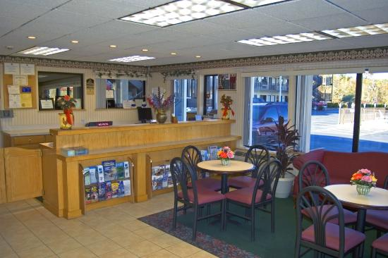 Super 8 Conway/ Myrtle Beach Area: Lobby