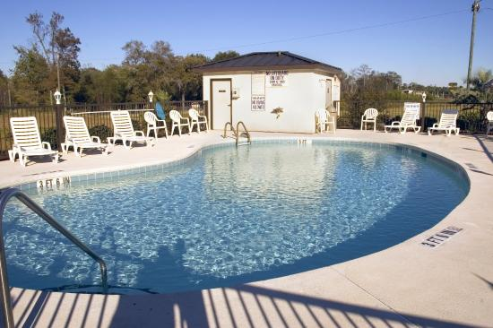 Super 8 Conway/ Myrtle Beach Area: Outdoor Pool