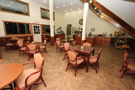 Crossroads Inn and Suites: Breakfast Buffet