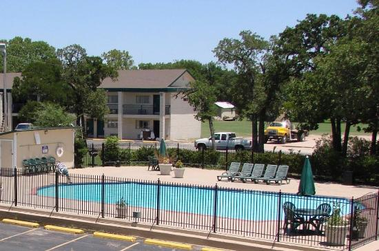 Gatesville, TX: Outdoor Swimming Pool