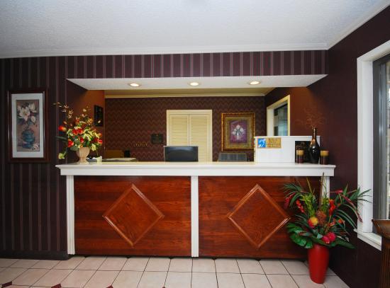Americas Best Value Inn Center: Lobby