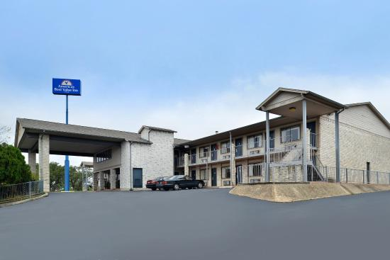 Days Inn Boerne: Exterior Side View