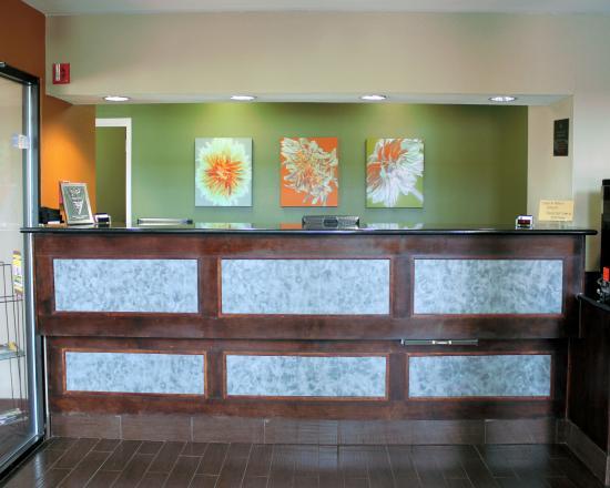 BEST WESTERN Inn & Suites : Registration Desk