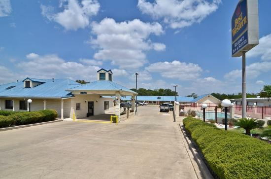 Photo of BEST WESTERN Regency Inn & Suites Gonzales