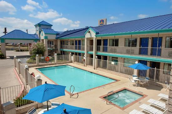 Best Western Garden Inn: Outdoor Pool