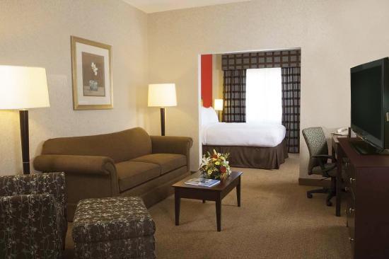 Charlottesville Airport Inn & Suites