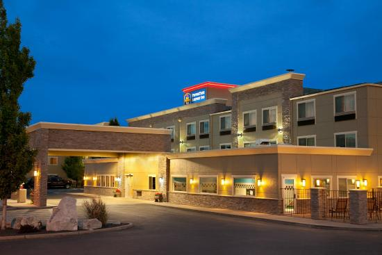 BEST WESTERN PLUS Peppertree Airport Inn: Exterior Night View