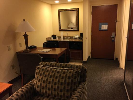 Hampton Inn & Suites Birmingham-Hoover-Galleria: desk view