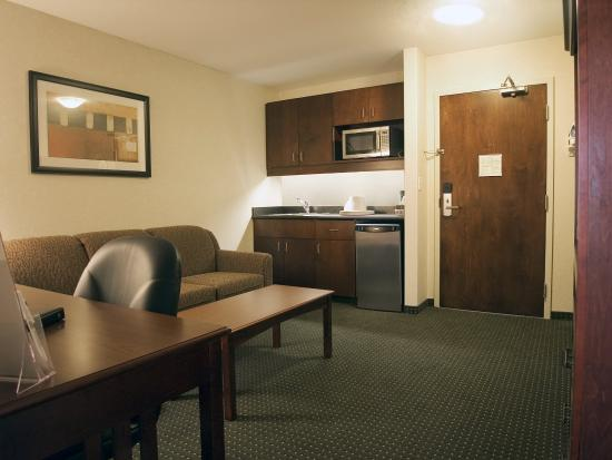 Lakeview Inns & Suites - Slave Lake: Living Area