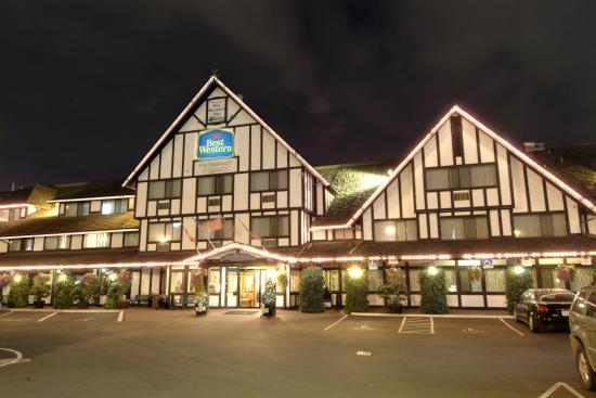 Best Western Plus Abercorn Inn: Exterior at Night
