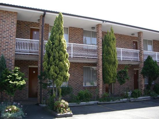 Gardenia Motor Inn: Sundowner Inn Gardenia Bass Hill Exterior
