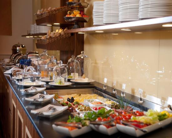 BEST WESTERN PREMIER Kaiserhof Wien: Breakfast