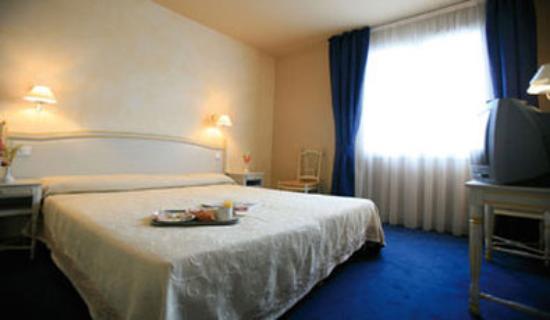 Logis Les Vignes Blanches : Guest Room