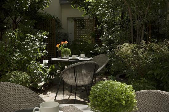 BEST WESTERN La Villa Des Artistes : Garden Terrace