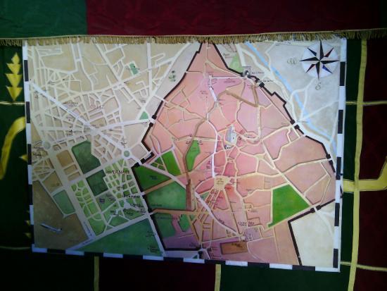 Riad Aguaviva: mapa en comedor