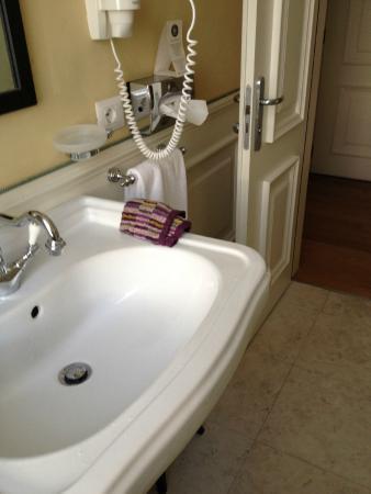 Hotel Bologna : bathroom