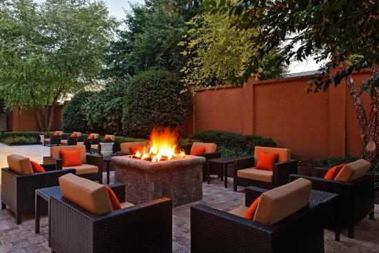 Courtyard Knoxville Cedar Bluff: Outdoor Fire Pit
