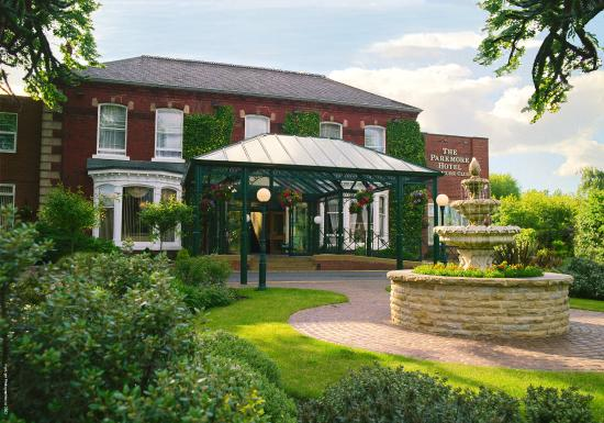 BEST WESTERN Parkmore Hotel: Parkmore Hotel Grounds And Hotel