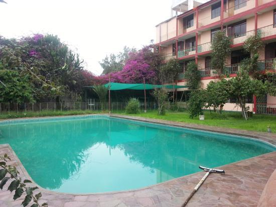 Hotel colonial moquegua prices reviews peru for Piscinas en jardin