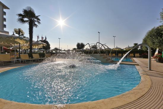 Pool Picture Of Best Western Hotel Bristol Sottomarina Tripadvisor