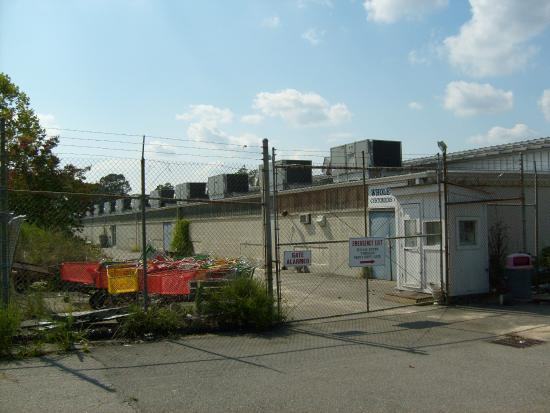 Williamsburg Pottery: Sept. 2009- The back entrance for wholesalers pickup.