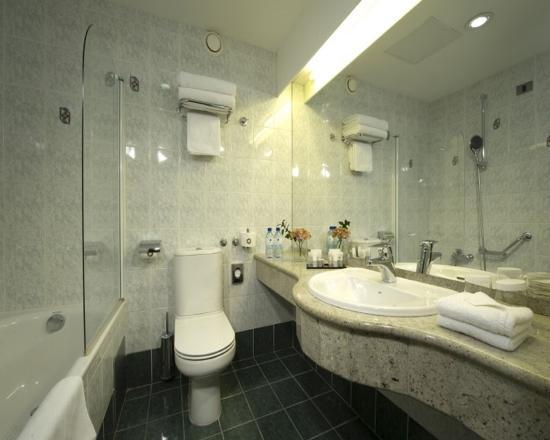 Best Western Premier Hotel Slon: Guest Bathroom
