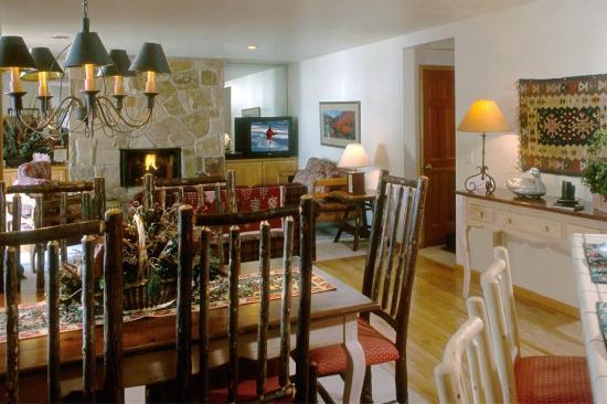 All Seasons Condominiums : Dining Room