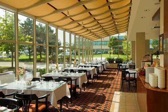 Holiday Inn Mississauga Toronto West: Bistro 100 Restaurant
