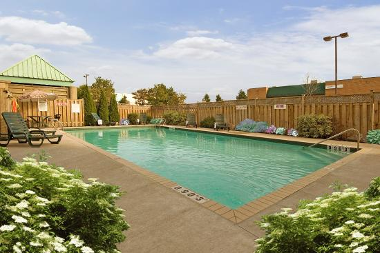 Outdoor pool picture of holiday inn mississauga toronto - Swimming pools burlington ontario ...
