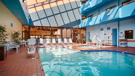 Baymont Inn & Suites Manitowoc Lakefront: Indoor Pool