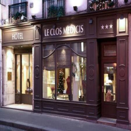 Hotel Le Clos Medicis: Clos Medicis Street side