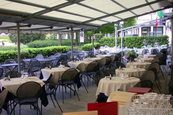 Metropole Suisse Hotel: Dining