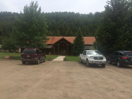 Moose Creek Ranch: Main building with kitchen (WiFi inside)