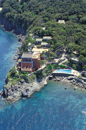 Mezzatorre Resort and Spa: Aerial view of the Resort with pool