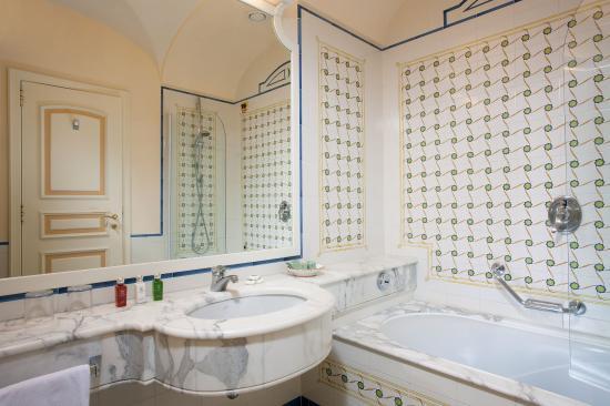 Grand Hotel Capodimonte: Bathroom