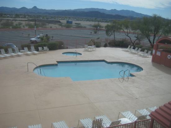 Island Inn Hotel: Pool Over View