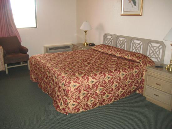 Island Inn Hotel : King Bed