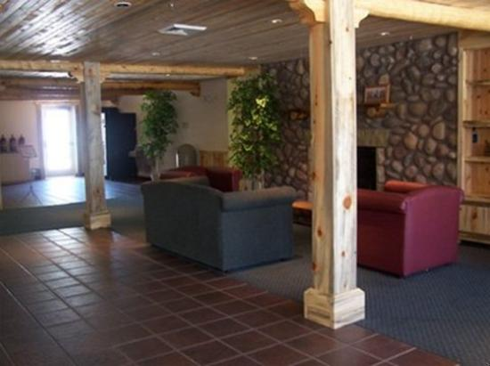 River Canyon Lodge Inn and Suites: Lobby