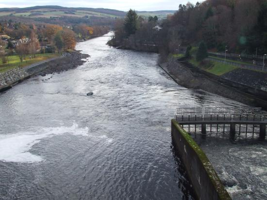 Port-na-Craig Inn : River Tummel from tthe dam