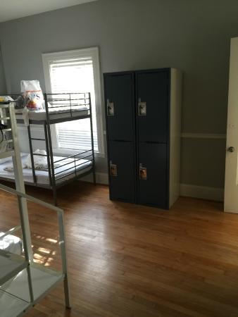 HI-Houston: The Morty Rich Hostel: Lockers