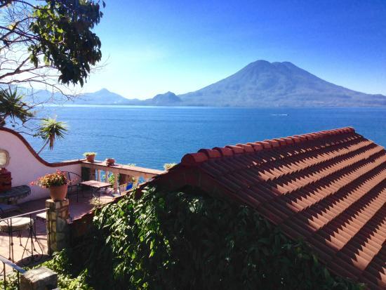 La Casa del Mundo Hotel: Public Balcony