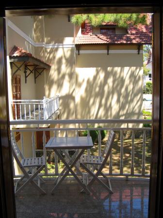 Monet Garden Villa: balkon